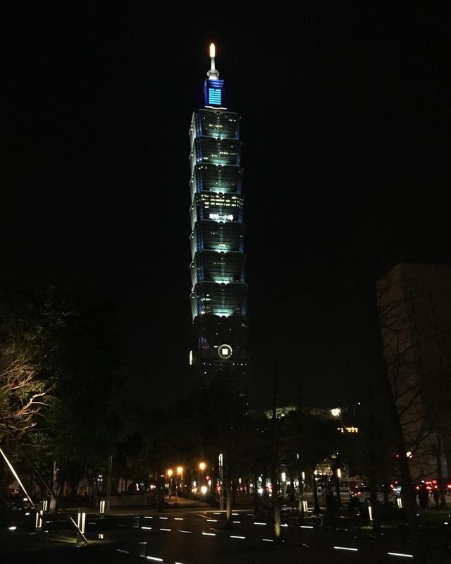 Từ khắp nơi trên thế giới, hàng loạt thành phố tắt đèn chào đón giờ trái đất 2018 - Ảnh 4.
