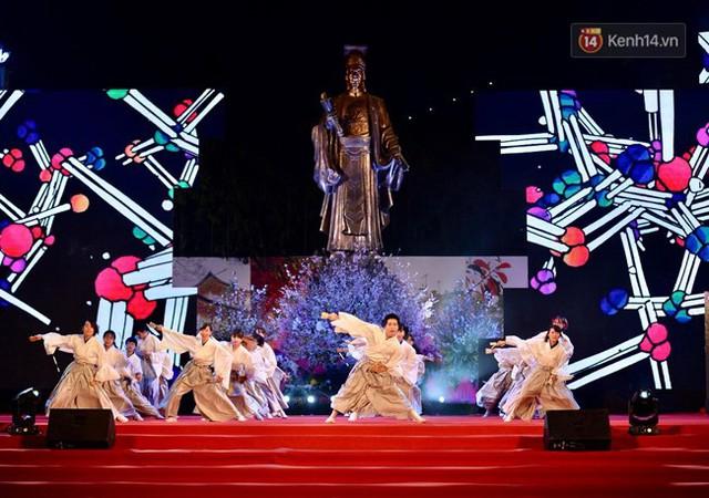 Nữ hoàng và công chúa hoa anh đào trao hoa khai mạc lễ hội giao lưu văn hoá Việt Nam - Nhật Bản - Ảnh 4.