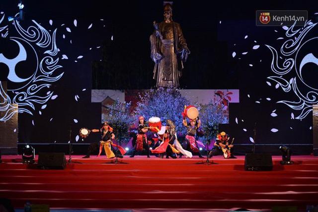 Nữ hoàng và công chúa hoa anh đào trao hoa khai mạc lễ hội giao lưu văn hoá Việt Nam - Nhật Bản - Ảnh 5.