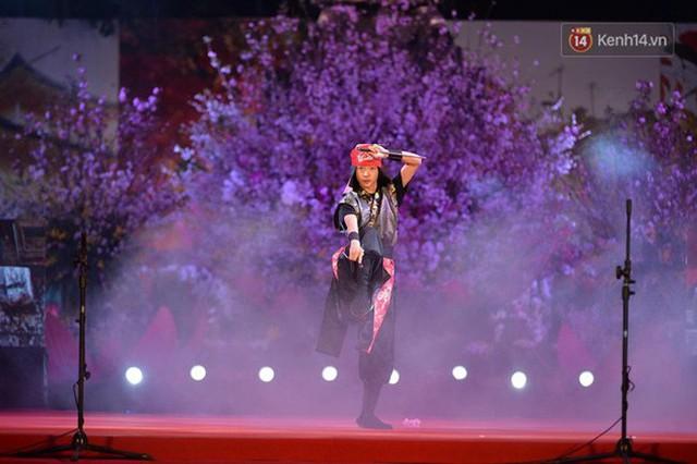 Nữ hoàng và công chúa hoa anh đào trao hoa khai mạc lễ hội giao lưu văn hoá Việt Nam - Nhật Bản - Ảnh 6.