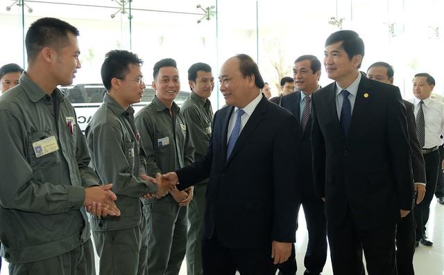 Thủ tướng: Chính phủ đối xử bình đẳng với các nhà sản xuất, lắp ráp ô tô - Ảnh 2.