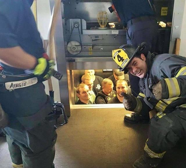 Chúng ta phải làm gì nếu như gặp sự cố, bất ngờ mắc kẹt trong thang máy? - Ảnh 9.