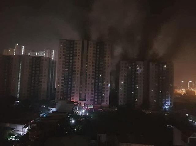 Sau vụ hỏa hoạn tòa nhà Carina khiến 13 người chết: Nhiều chung cư Hà Nội hốt hoảng kêu cứu - Ảnh 1.
