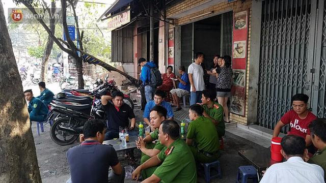 Vụ cháy khiến bé trai 2 tuổi tử vong ở Sài Gòn: Cha đã trùm chăn nhúng nước bảo vệ nhưng sau khi được cứu thoát, cậu bé vẫn qua đời do quá yếu - Ảnh 3.