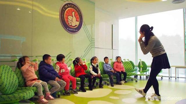 Giới nhà giàu Trung Quốc cho con học chơi golf, tập làm CEO với quan điểm EQ quan trọng hơn IQ - Ảnh 2.