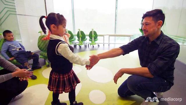 Giới nhà giàu Trung Quốc cho con học chơi golf, tập làm CEO với quan điểm EQ quan trọng hơn IQ - Ảnh 1.