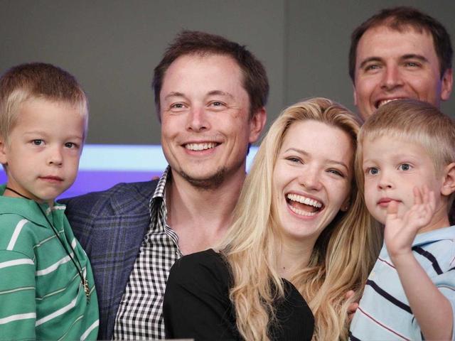Cuộc sống nhiều uẩn khúc và tình trường phức tạp của tỷ phú Elon Musk: Nếu không có tình yêu tôi không thể hạnh phúc - Ảnh 2.