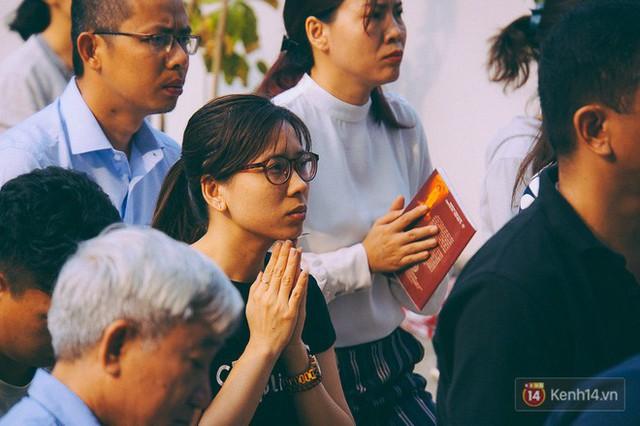 Cư dân Carina làm lễ cầu siêu, tưởng nhớ 13 nạn nhân tử vong trong vụ cháy kinh hoàng - Ảnh 14.