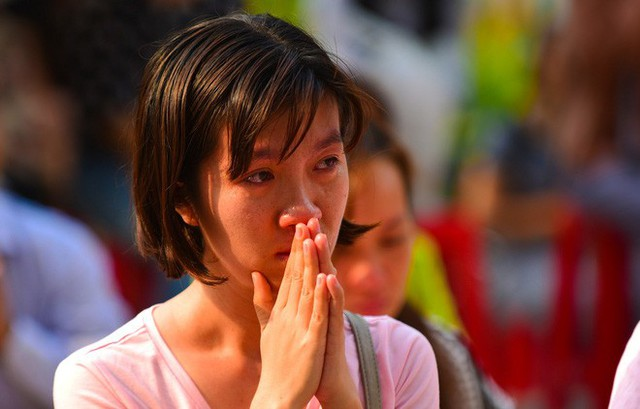 Cư dân Carina làm lễ cầu siêu cho 13 nạn nhân tử vong trong vụ cháy - Ảnh 3.