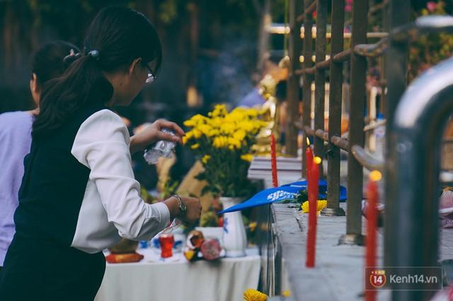 Cư dân Carina làm lễ cầu siêu, tưởng nhớ 13 nạn nhân tử vong trong vụ cháy kinh hoàng - Ảnh 3.