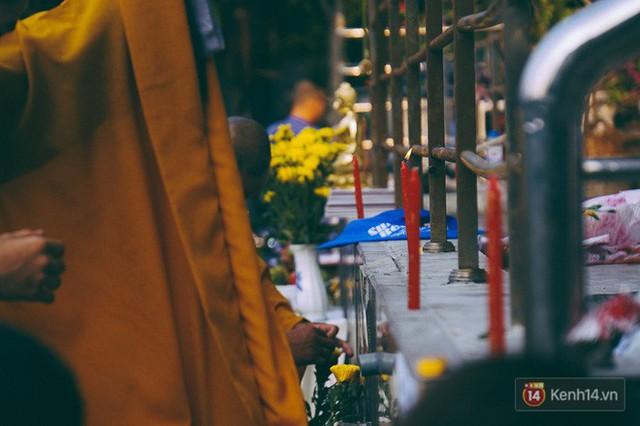 Cư dân Carina làm lễ cầu siêu, tưởng nhớ 13 nạn nhân tử vong trong vụ cháy kinh hoàng - Ảnh 5.