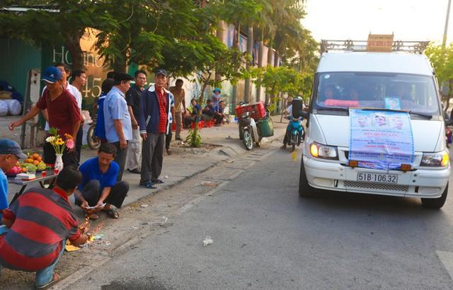 Cư dân Carina làm lễ cầu siêu cho 13 nạn nhân tử vong trong vụ cháy - Ảnh 6.