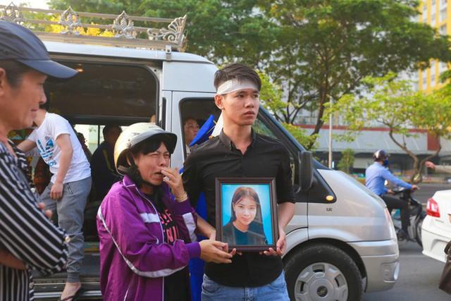 Cư dân Carina làm lễ cầu siêu cho 13 nạn nhân tử vong trong vụ cháy - Ảnh 9.