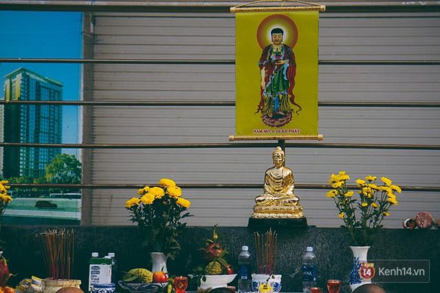 Cư dân Carina làm lễ cầu siêu, tưởng nhớ 13 nạn nhân tử vong trong vụ cháy kinh hoàng - Ảnh 9.