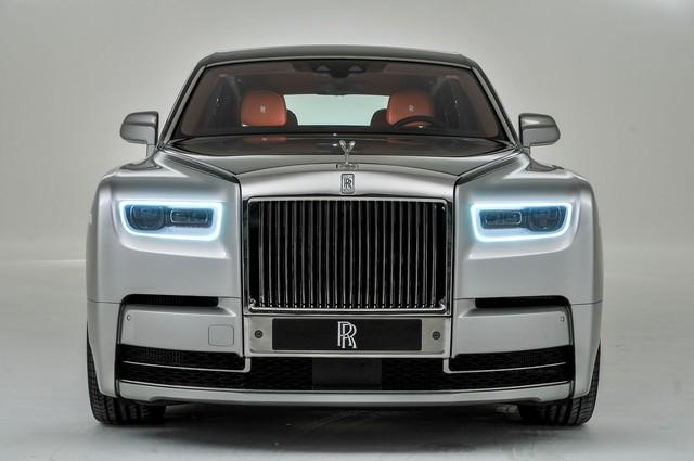 Cận cảnh Rolls-Royce Phan Tom VIII: Siêu xe sang khiến bạn cách biệt hoàn toàn thế giới bên ngoài  - Ảnh 2.