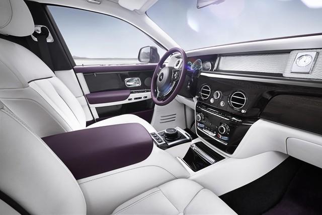 Cận cảnh Rolls-Royce Phan Tom VIII: Siêu xe sang khiến bạn cách biệt hoàn toàn thế giới bên ngoài  - Ảnh 3.