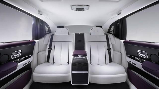 Cận cảnh Rolls-Royce Phan Tom VIII: Siêu xe sang khiến bạn cách biệt hoàn toàn thế giới bên ngoài  - Ảnh 4.