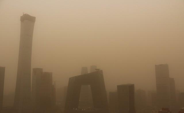 Cát bụi bao phủ Bắc Kinh và 9 tỉnh bắc Trung Quốc - Ảnh 1.