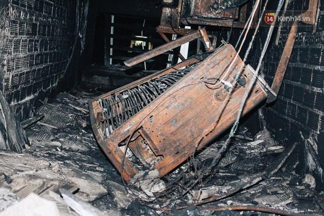 Khổ như cư dân chung cư Carina sau vụ cháy: Cõng tủ lạnh xuống mấy tầng lầu, dùng ròng rọc chuyển đồ suốt nhiều ngày liền - Ảnh 11.