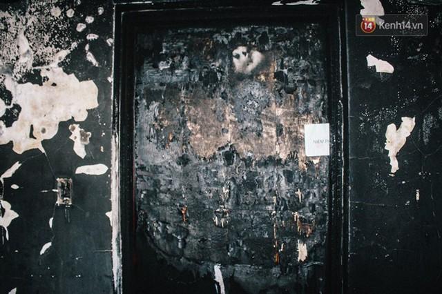 Khổ như cư dân chung cư Carina sau vụ cháy: Cõng tủ lạnh xuống mấy tầng lầu, dùng ròng rọc chuyển đồ suốt nhiều ngày liền - Ảnh 14.
