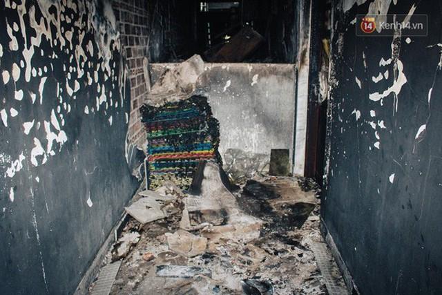 Khổ như cư dân chung cư Carina sau vụ cháy: Cõng tủ lạnh xuống mấy tầng lầu, dùng ròng rọc chuyển đồ suốt nhiều ngày liền - Ảnh 20.