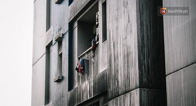 Khổ như cư dân chung cư Carina sau vụ cháy: Cõng tủ lạnh xuống mấy tầng lầu, dùng ròng rọc chuyển đồ suốt nhiều ngày liền - Ảnh 21.