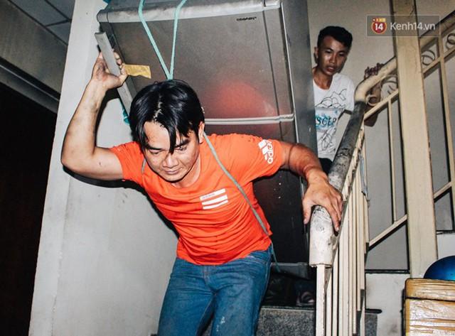 Khổ như cư dân chung cư Carina sau vụ cháy: Cõng tủ lạnh xuống mấy tầng lầu, dùng ròng rọc chuyển đồ suốt nhiều ngày liền - Ảnh 22.