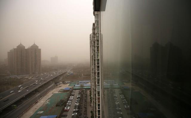 Cát bụi bao phủ Bắc Kinh và 9 tỉnh bắc Trung Quốc - Ảnh 6.
