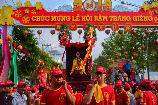 Lễ rước Bà Thiên Hậu thu hút hàng vạn du khách đổ về Thủ Dầu Một - Ảnh 1.