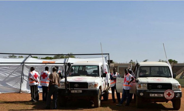 Nóng: Đại sứ quán Pháp ở Burkina Faso bị tấn công khủng bố, nhiều người thiệt mạng - Ảnh 2.