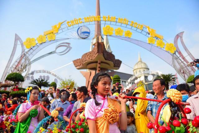 Lễ rước Bà Thiên Hậu thu hút hàng vạn du khách đổ về Thủ Dầu Một - Ảnh 14.