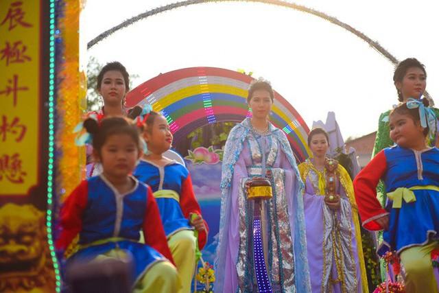 Lễ rước Bà Thiên Hậu thu hút hàng vạn du khách đổ về Thủ Dầu Một - Ảnh 15.