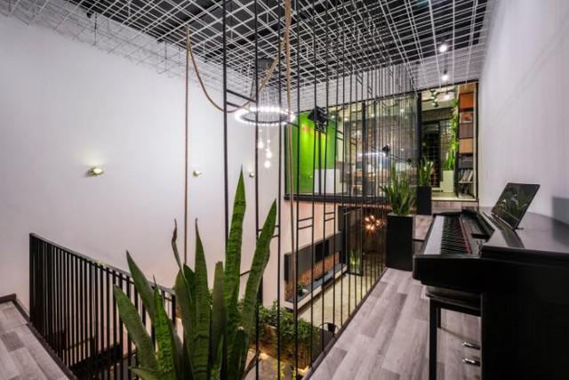 Căn nhà ống hai tầng từ xưởng gỗ cũ ở Đà Nẵng đẹp lung linh trên báo ngoại - Ảnh 16.