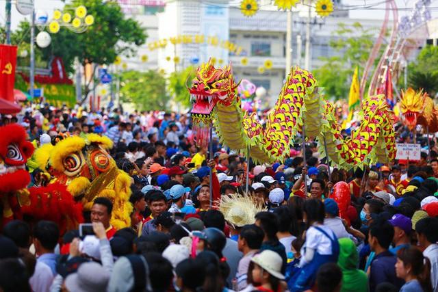 Lễ rước Bà Thiên Hậu thu hút hàng vạn du khách đổ về Thủ Dầu Một - Ảnh 16.