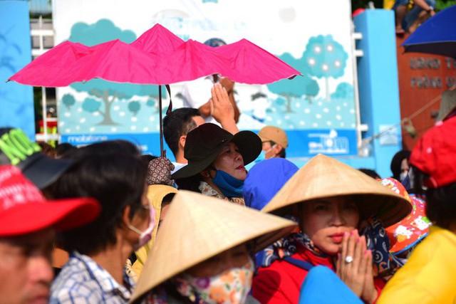 Lễ rước Bà Thiên Hậu thu hút hàng vạn du khách đổ về Thủ Dầu Một - Ảnh 17.
