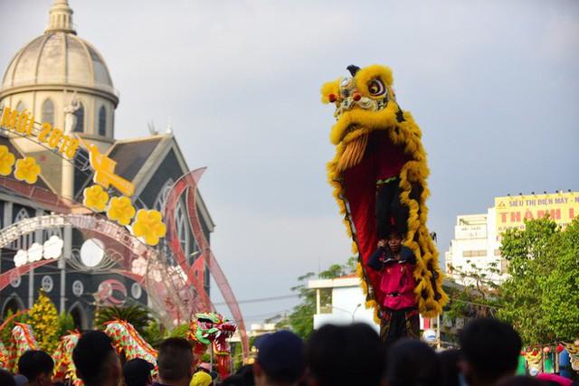 Lễ rước Bà Thiên Hậu thu hút hàng vạn du khách đổ về Thủ Dầu Một - Ảnh 18.