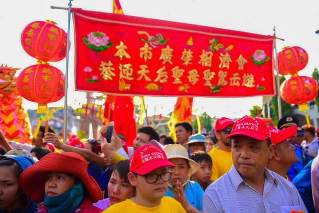 Lễ rước Bà Thiên Hậu thu hút hàng vạn du khách đổ về Thủ Dầu Một - Ảnh 19.