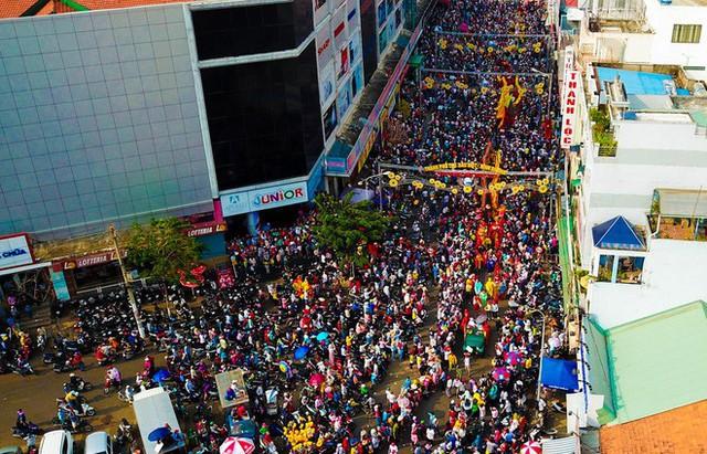 Lễ rước Bà Thiên Hậu thu hút hàng vạn du khách đổ về Thủ Dầu Một - Ảnh 5.