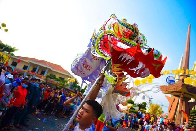 Lễ rước Bà Thiên Hậu thu hút hàng vạn du khách đổ về Thủ Dầu Một - Ảnh 7.