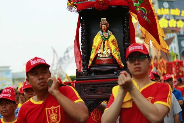 Lễ rước Bà Thiên Hậu thu hút hàng vạn du khách đổ về Thủ Dầu Một - Ảnh 8.