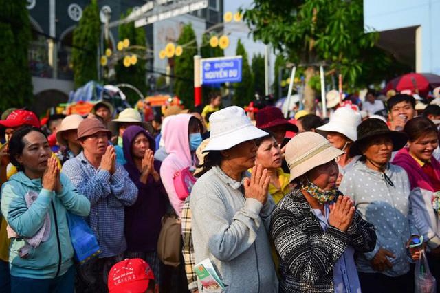 Lễ rước Bà Thiên Hậu thu hút hàng vạn du khách đổ về Thủ Dầu Một - Ảnh 9.