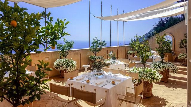 10 khu nghỉ dưỡng đẹp như mơ cạnh bãi biển ở châu Âu dành cho giới thượng lưu nghỉ dưỡng mùa hè này - Ảnh 3.