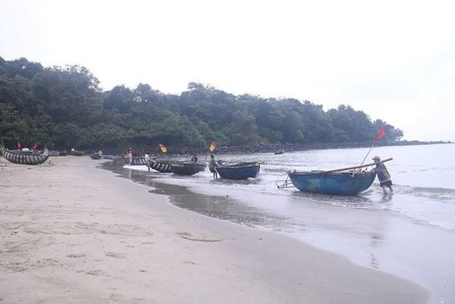Nước thải đen ngòm chảy xuống bãi biển Nam Ô - Ảnh 5.