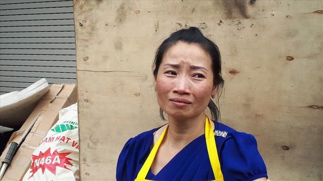 Vụ cháy chợ Quang (Hà Nội): Mất hết rồi, mất trắng rồi! - Ảnh 1.