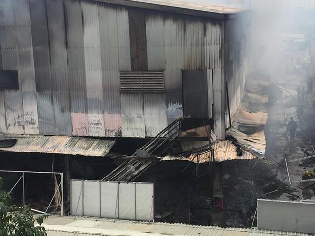 Hiện trường tan hoang vụ cháy chợ Quang ở Hà Nội - Ảnh 15.