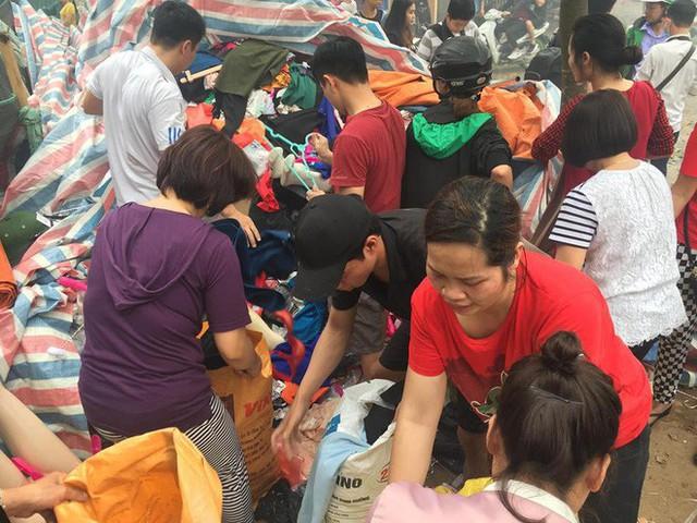 Hiện trường tan hoang vụ cháy chợ Quang ở Hà Nội - Ảnh 16.