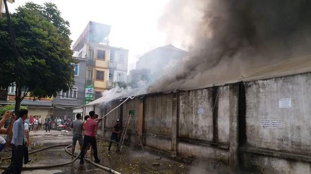 Hiện trường tan hoang vụ cháy chợ Quang ở Hà Nội - Ảnh 3.