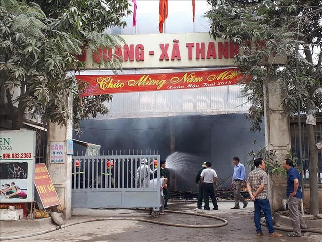 Vụ cháy chợ Quang (Hà Nội): Mất hết rồi, mất trắng rồi! - Ảnh 7.