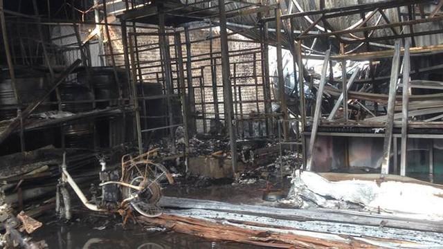 Cháy lớn tại khu nhà xưởng, hàng quán trong làng Triều Khúc - Ảnh 3.