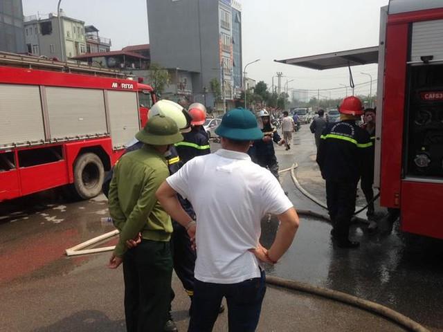 Cháy lớn tại khu nhà xưởng, hàng quán trong làng Triều Khúc - Ảnh 5.